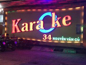 biển quảng cáo quán karaoke